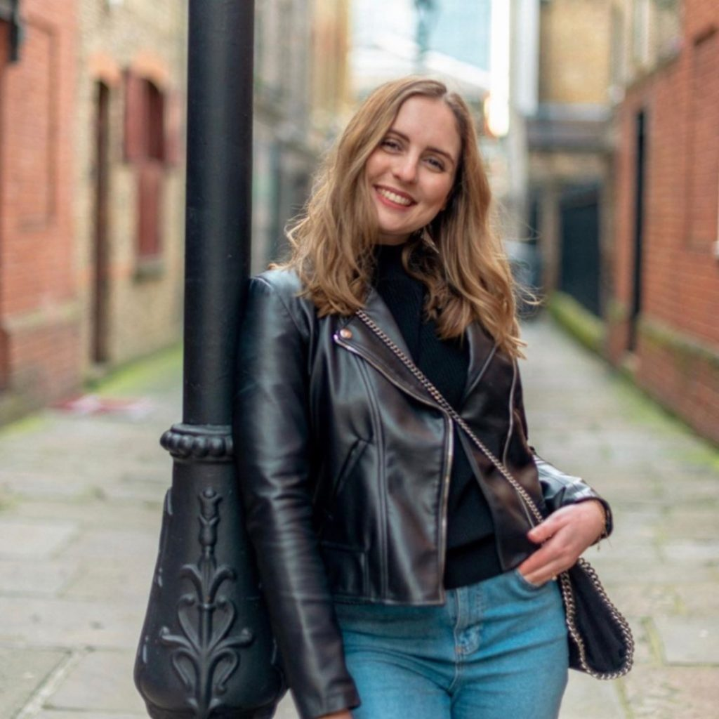 Marta Canga - Vegan Lifestyle  Blogger rocking casual biker-chic look