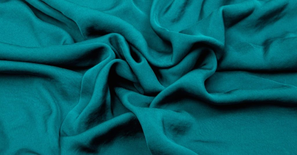 Green recycled polyester fabric | Roberta Style Lee Sustainable Wardrobe Materials series on rPET