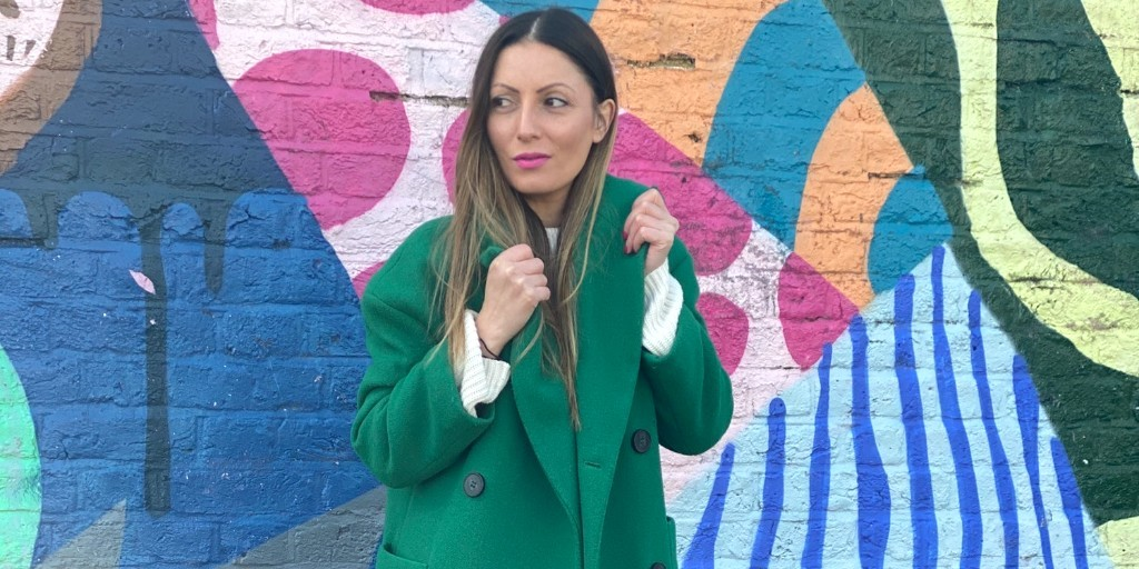 Roberta Lee wearing green preloved coat | Second hand fashion | ethical wardrobe | preloved fashion | 10 Tips for a Sustainable wardrobe